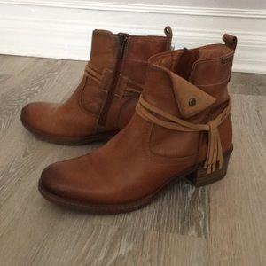 Beautiful pikolinos leather boots excellent cond.